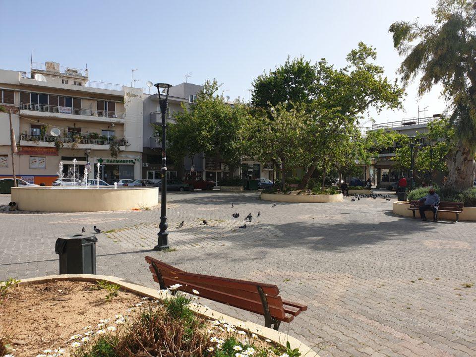 Αχαρνές, Πλατεία Καράβου